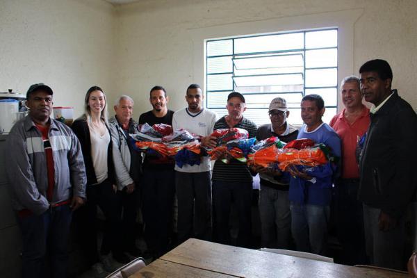 Prefeitura de Grama entrega o kit de EPI's aos Servidores Municipais da Coleta de Lixo