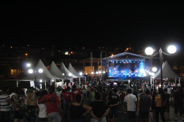 Aniversário da cidade de S.S. da Grama é comemorado com show do Edinho Santa Cruz e Banda.