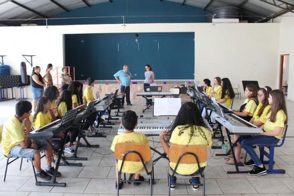 Alunos do Polo Guri de Grama e de Tambaú participaram de Oficina com a pianista Liliana Bollos