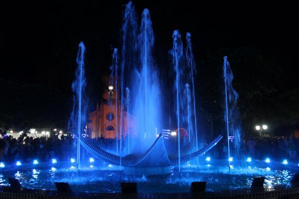 Natal Iluminado em Grama reuniu familiares na  Praça da Matriz