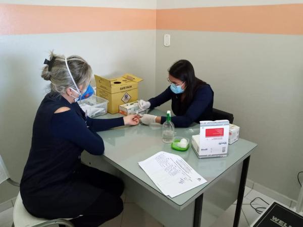 Departamento de Saúde realiza teste rápido (Covid-19) nos profissionais que estão na linha de frente .