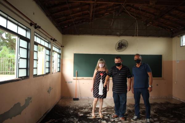 Prefeitura reforma telhado da escola