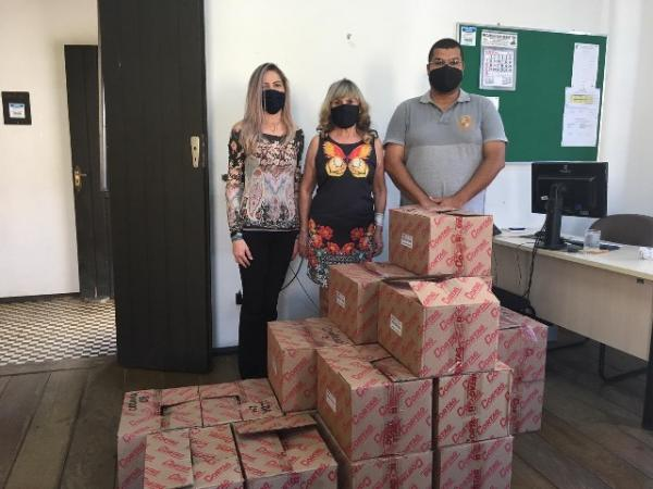 Educação recebe doação de máscaras