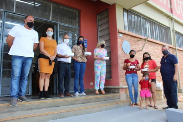 Prefeitura entrega refeição na escola Geny Gomes