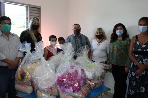 Prefeitura faz a entrega de alimentos no Projeto Fada