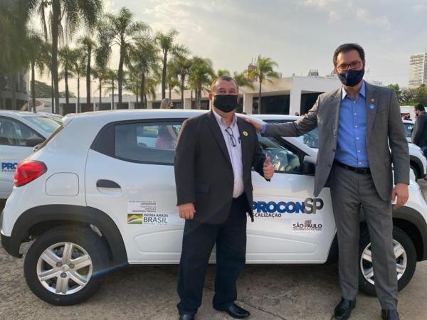 Procon recebe veículo